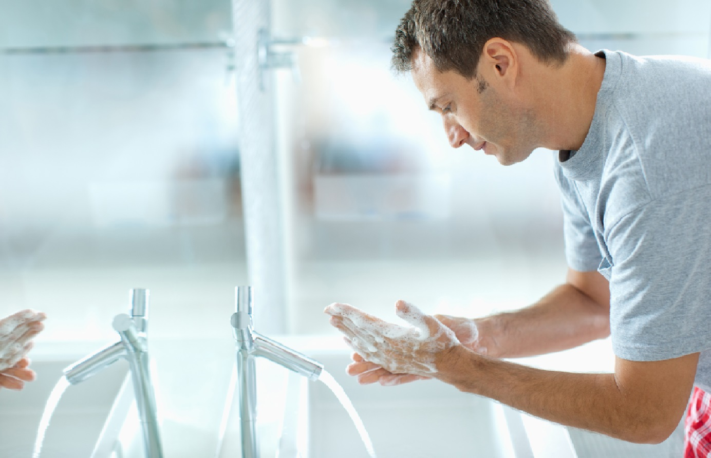 lavage mains hommes (istock - payée) (v